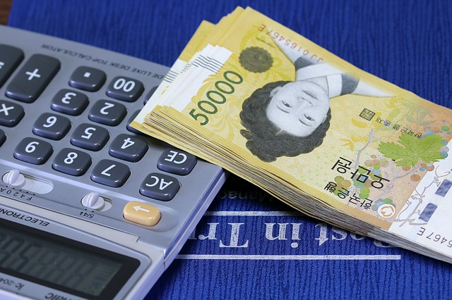 asijské bankovky, kalkulačka